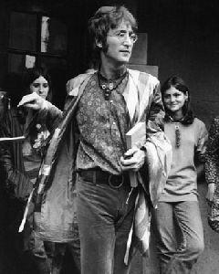 John Lennon : B72725