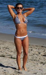 Sexy glamour model Carmen Electra bikini pictures