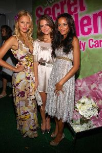 Supermodel Karolina Kurkova and Selita Ebanks Pictures at the Victoria�s Secret Beauty Secret Garden