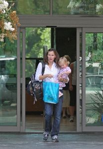 Actress Jennifer Garner pic with her daughter Violet at a library in the Pacific Palisades