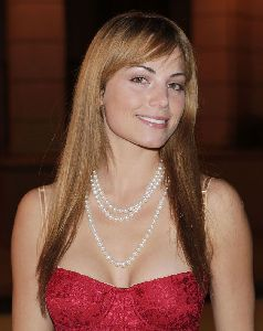 Sexy Erica Durance photo/pic at the CW Networks Affiliate