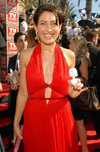 Lisa Edelstein pictures/pic at the 59th Emmy Awards