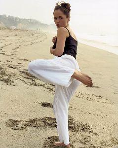 Eliza Dushku : eliza dushku yoga 6 big