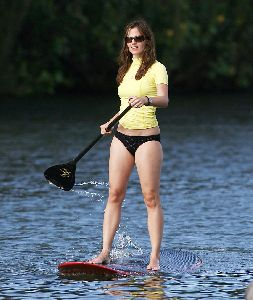 Sexy Jennifer Garner pictures in bikini learning to paddle surf in Hawaii