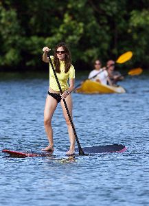 Sexy Jennifer Garner pics in bikini learning to paddle surf in Hawaii