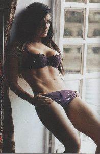 Sexy Mayrin Villanueva lingerie/bikini pictures