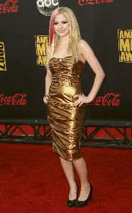Sexy Avril Lavigne pics at the 2007 American Music Awards