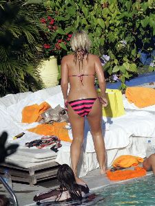Sexy Brooke Hogan pink bikini pictures after her parents life filed for divorce