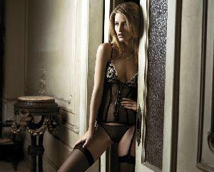 Supermodel Linda Vojtova bikini/lingerie pictures