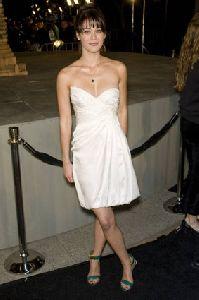 Lizzy Caplan : Lizzy Caplan-  Cloverfield  - Los Angeles Premiere6