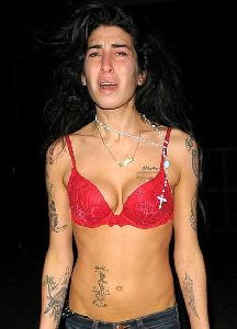 Amy Winehouse : heroin-addict 412x572