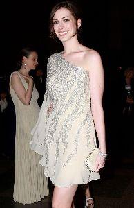 Anne Hathaway : anne-hathaway-history-03