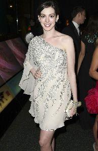 Anne Hathaway : anne-hathaway-history-02