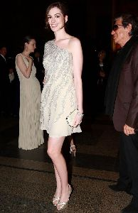 Anne Hathaway : anne-hathaway-history-04