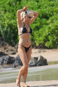 Courtney Love : Courtney Love Bikini 5