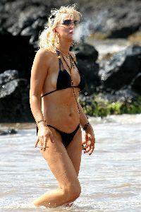 Courtney Love : Courtney Love Bikini 4
