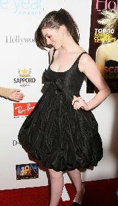 Anne Hathaway : AnneHathawaySuperiorpicsHL6BA005