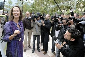 Segolene Royal : talking to journalists - prototype electric vehicle -October 1, 2008