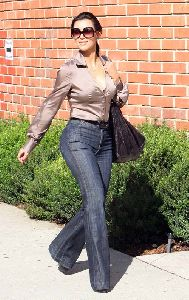 kim kardashian Voting On November 4th 2008