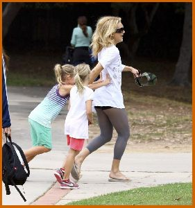 Kate Hudson : Kate Hudson   tennis court in Pacific Palisades4 4873929b6a4a5