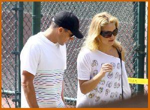 Kate Hudson : Kate Hudson   tennis court in Pacific Palisades8 4873929b7298e