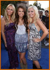 Miley Cyrus arrives to the 2008 Teen Choice Awards