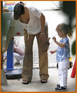 Jennifer Garner : Jennifer Garner downblouse while visiting a friend s house in LA1 48847a71e376e