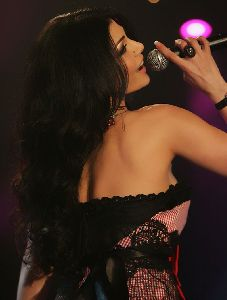 Haifa Wehbe : haifa wearing her famous ribbon dress