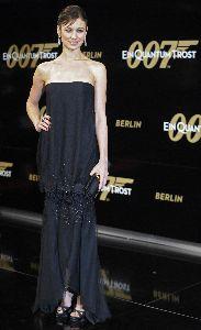 Olga Kurylenko : Olga Kurylenko on the red carpet of the Quantum of Solace Premiere in Berlin
