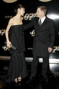 Olga Kurylenko : Olga Kurylenko with Daniel Craig at Quantum of Solace Premiere in Berlin - november 2008