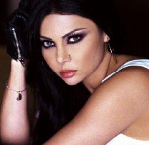Haifa Wehbe : smokey eyes and leather gloves, how interesting