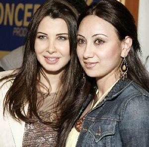 Nancy Ajram : nancy ajram photo with a fan
