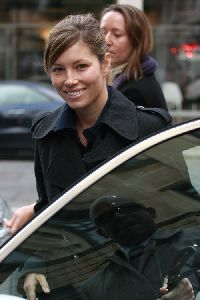 Jessica Biel : out of the BBC Radio station