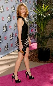 Jessica Biel : jessica wearing a small black dress with metal accents at the mtv awards 2008