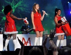 Mariah Carey : Mariah Carey singing on stage during The GRAMMY Nominations