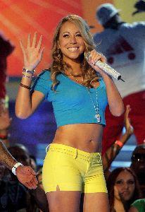 Mariah Carey : Mariah in yellow shorts at the 2008 teen choice awards