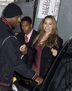 Mariah Carey : Mariah Carey and Nick Cannon backstage at the CBS Early Show and grants a wish come true with Macy s Believe Campaign and Make-A-Wish-Foundation - Copy