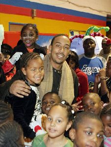 Ludacris : Ludacris with his little daughter spotted yesterday at a holiday party together