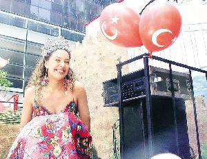 Azra Akin : celebrated her success back in turkey as miss world