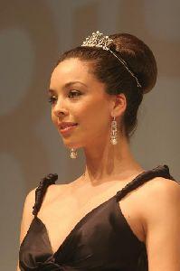 Azra Akin looking stylish in a swan-like style