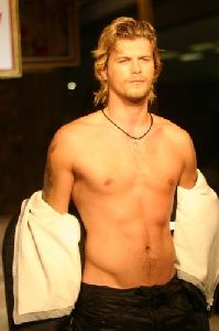 Kivanc Tatlitug naked chest