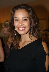 Azra Akin natural beauty - face picture
