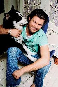 Kivanc Tatlitug : playing with his dog
