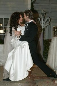 Songul Oden dancing at her wedding with Kivanc Tatlitug from muhannad and noor
