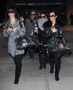 Kim Kardashian : and her sister Kourtney Kardashian arriving at Salt Lake City Airport for the 2009 Sundance Film Festival, in Utah on the 17th of January 2009