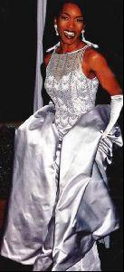 Actress angela bassett : 2