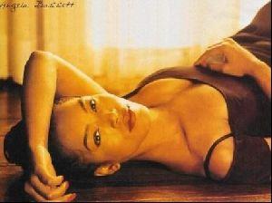Actress angela bassett : 3