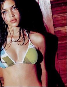Female model ana beatriz barros : 39