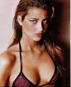 Female model ana beatriz barros : 59