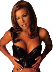 Female model carmen electra : carmen e18